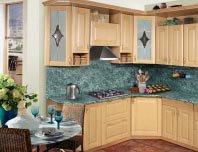 Кухонный гарнитур с фартуком из стеновой панели. Источник http://www.europia.ru