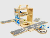 Своими руками можно сделать не только кукольный домик, но и мини-аэропорт! Источник http://farm7.staticflickr.com