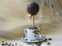 Кофейный топиарий— самое распространенное дерево счастья своими руками. Источник http://livemaster.ru