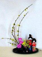 Икебана из цветов подчеркнет японский стиль интерьера. Источник http://www.thegardener.btinternet.co.uk