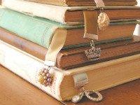 Закладки для книг можно сделать практически из любых подручных материалов. Источник http://mimigroove.com