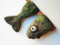 Не хотите ножки? Тогда пусть будут <em>как сделать самодельную закладку</em> рыбки. Источник http://crafthunters.com