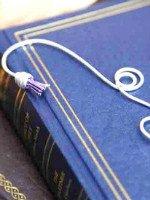 Закладка для книги из проволоки…. Источник http://www.noahhomeandgifts.com